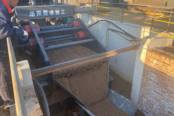 大型水洗砂机设备现场视频(吉林辽源洗沙现场)