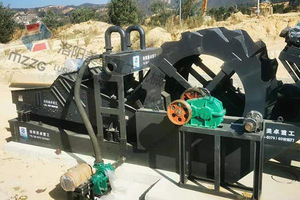 单螺旋洗砂机到达云南楚雄洗沙现场 目前正在安装中